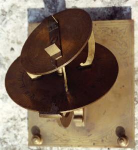 Orologio solare didattico funzionante a 'TORQUETUM' detto anche 'eclitticale'