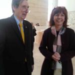 : la dr. Rossini sorridente per il felice completamento della Mostra